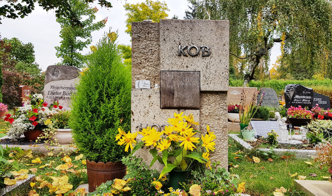 Grabstein Holz Urnengrab Kalkstein Hauptfriedhof Saalfeld
