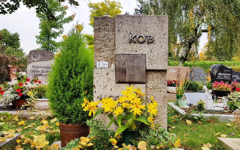 Saalfeld Hauptfriedhof Urnengrabmal Kob - 1