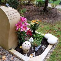 Gestaltung Urnengrab mit Einfassung Grabschmuck Grabdekoration Saalfeld