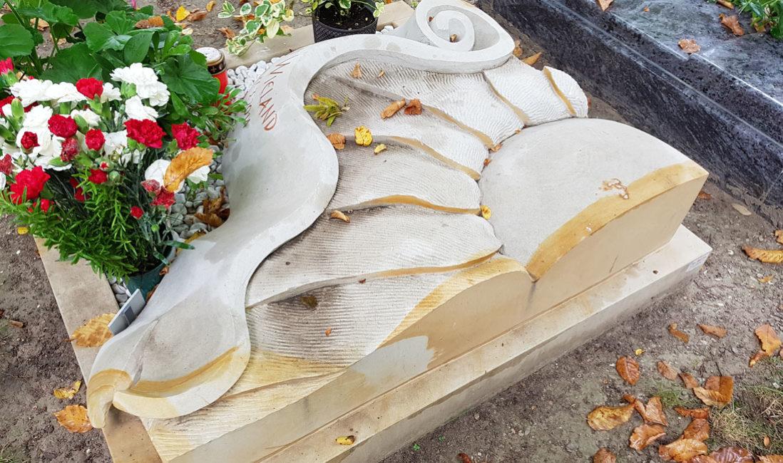 Besonderer außergewöhnlicher Urnengrabstein liegend Platte Liegeplatte Sonnenblume Design Gestaltung Beispiel Idee  Friedhof Saalfeld