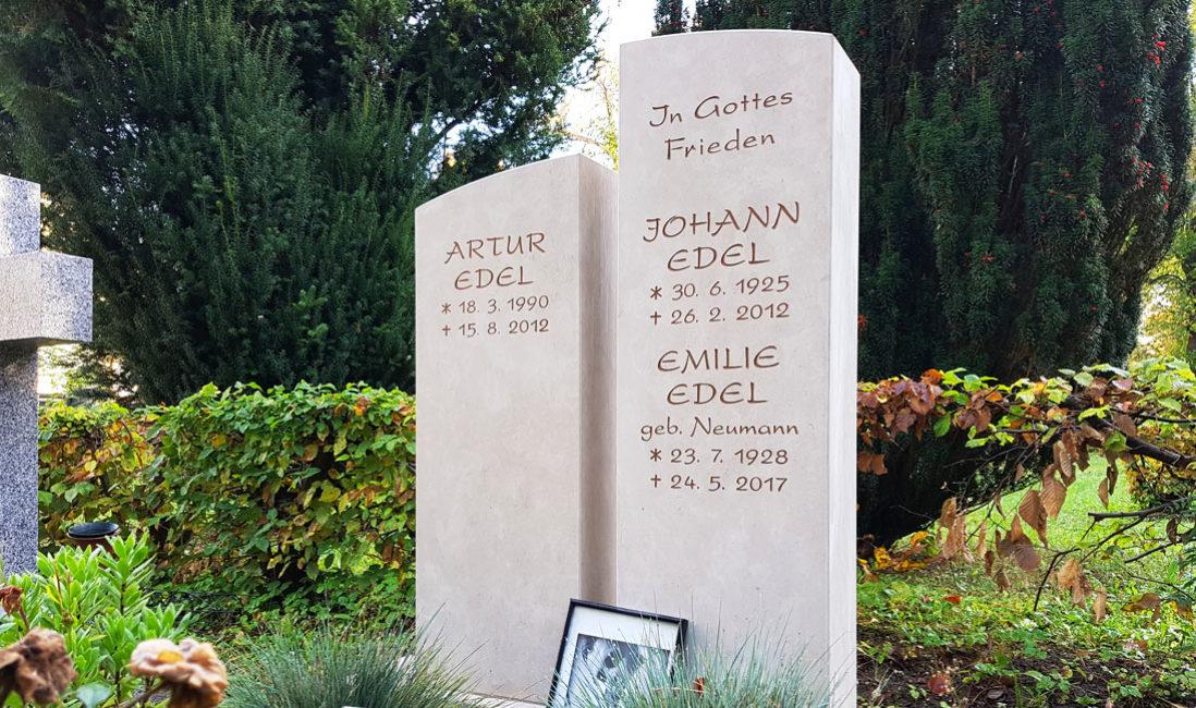 geteilt Grabmal Kalkstein Familiengrab Südfriedhof Gera Nahansicht