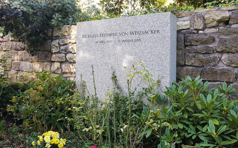 Berlin Waldfriedhof Dahlem Grabstein Richard von Weizsäcker - 1