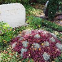 Doppelgrabstätte Grabstein Marmor Hildegard Knef Berlin Waldfriedhof Zehlendorf Grabgestaltung Grabbepflanzung pflegeleicht