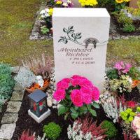 Pflanzen Gestaltung Urnengrab Urnengrabstelle Pflanzen Deko Grabschmuck Beispiel Idee Bild Foto Sommer Herbst einfach Steinmetz Friedhof Saalfeld