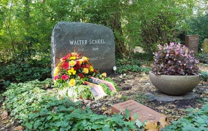 Berlin Waldfriedhof Zehlendorf Grabstein Walter Scheel