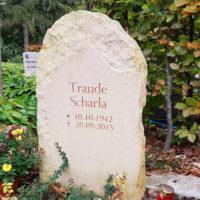 Kleine Naturbelassene Grabsteine rustikal natürlich Findlinge Felsen Urnengrab Urnengräber kaufen bestellen online Bilder Fotos Ideen Weimar Hauptfriedhof