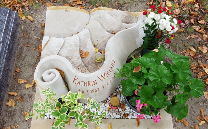 Saalfeld Hauptfriedhof Urnengrabmal Wieland - 1