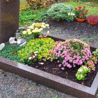 Urnengrabstein Einfassung aus Stein