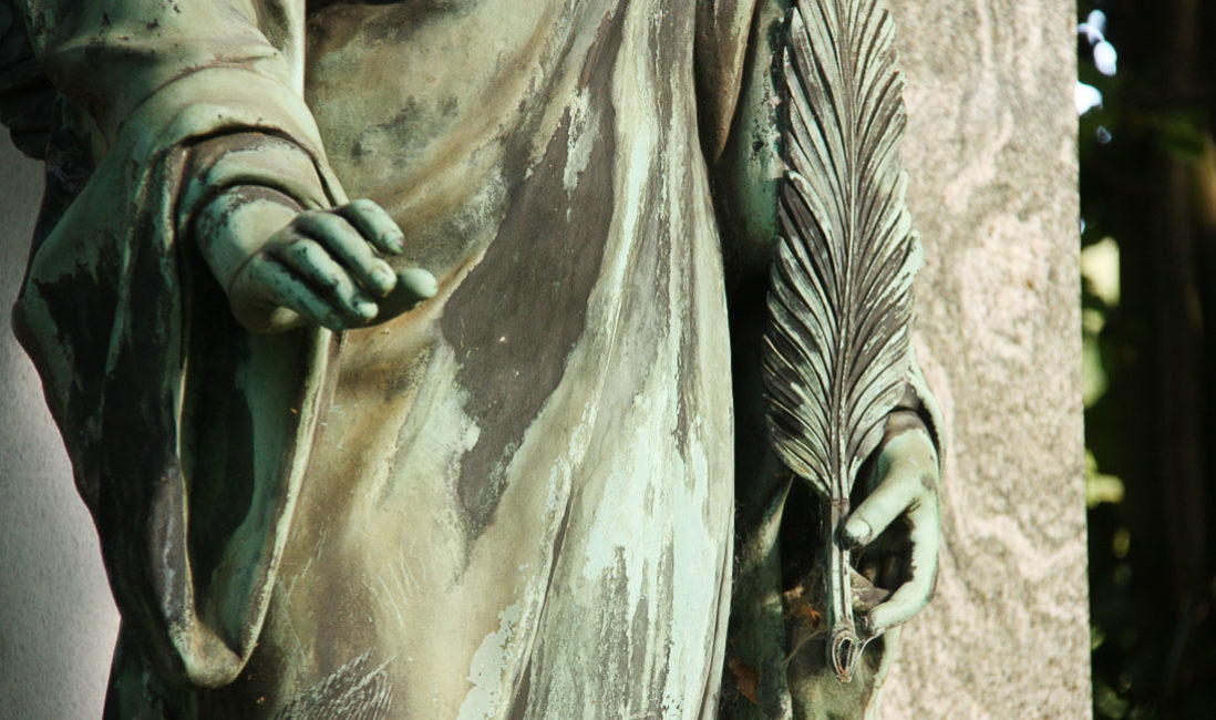 historisch Grabengel Bronze Familiengrabanlage Granit Melatenfriedhof Köln Detail