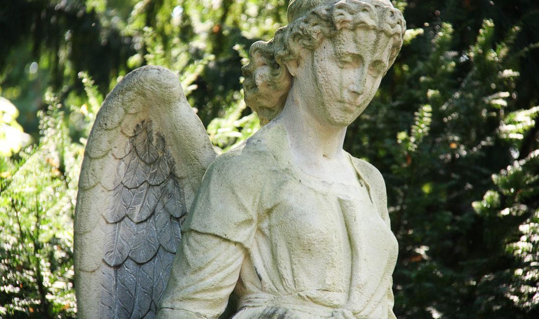 Grabstein Engel Einzelgrabstelle Sandstein Köln Melatenfriedhof Portrait