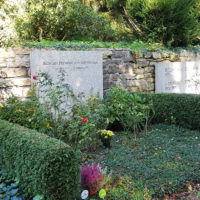 Grab Grabstätte Grabstein Grabmal Richard von Weizsaecker Bundespräsident Berlin Waldfriedhof Dahlem
