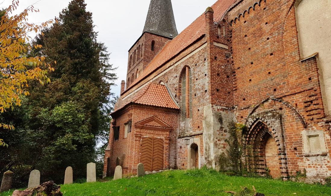 berühmt Einzelgrabmal Grabplatte Franz Wilhelm Fürst zu Putbus Granit St. Maria Magdalena Friedhof Vilmnitz Kirche