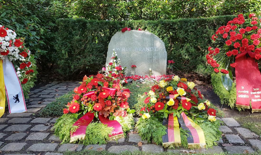 Grabmal Einzelgrabstätte Willy Brandt Naturstein Waldfriedhof Zehlendorf Berlin