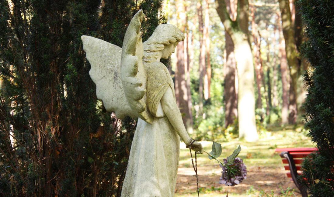 Grabmal Ulrich Schamoni Grabstein mit Engel Grabengel Marmor Waldfriedhof Zehlendorf Berlin Detail