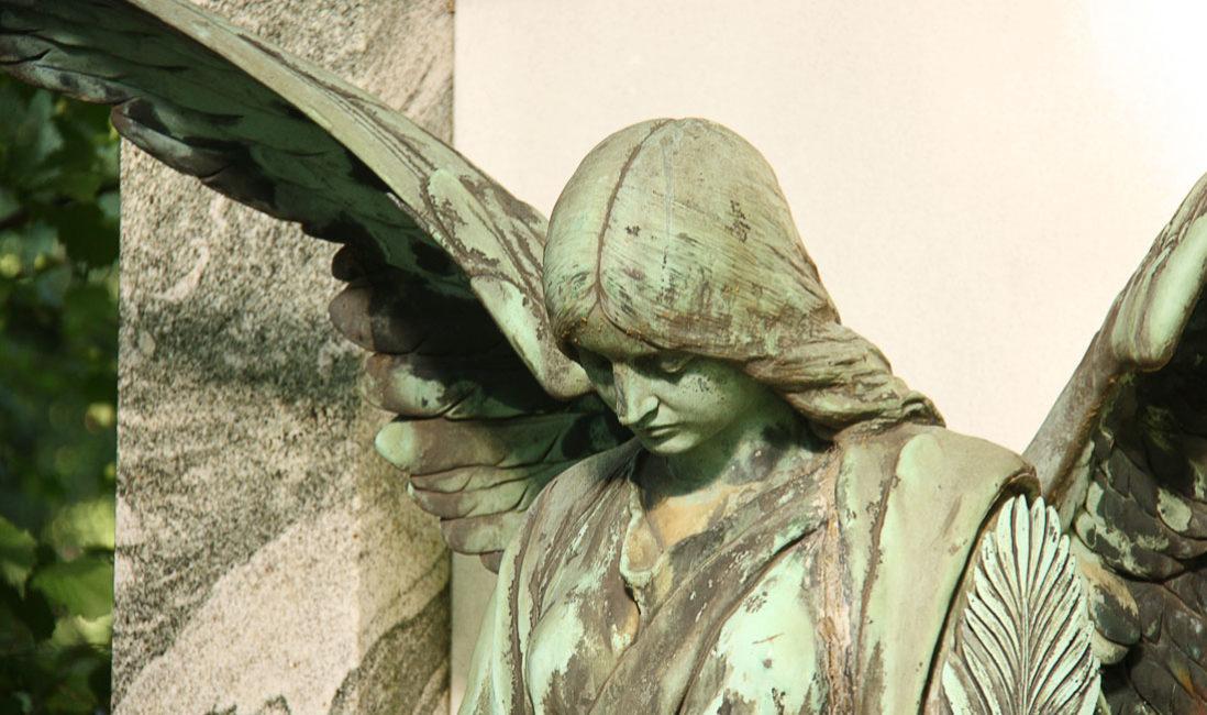 historisch Grabengel Bronze Familiengrabanlage Granit Melatenfriedhof Köln Portrait