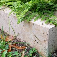Grabeinfassung für ein Urnengrab Kalkstein