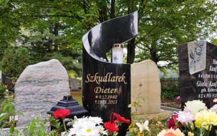 Saalfeld Hauptfriedhof Urnengrabmal Szkudlarek