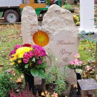 Urnengrabgestaltung Herbst Grabstein zweiteilig Glas Sonne Weimar Hauptfriedhof
