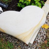 Herz als Grabschmuck & Grabdeko für ein Urnengrab