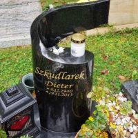 Urnengrabstein mit Grabkerze Granit Schwarz poliert