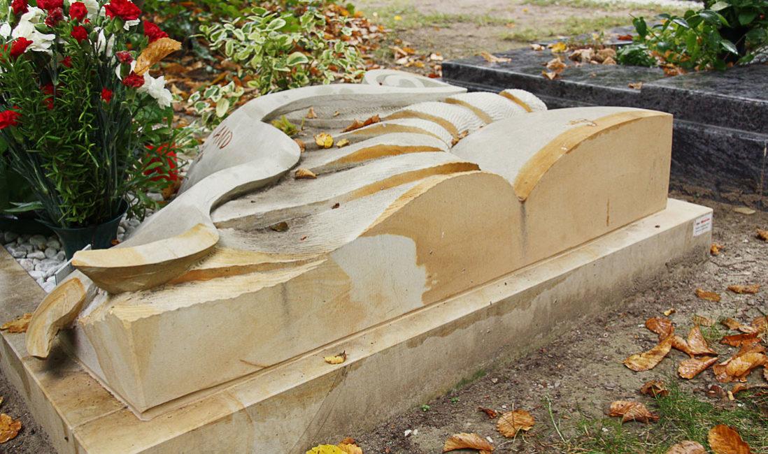 Besondere schöne Liegeplatte für Urnengrab Kalkstein Sonnenblume Design  Hauptfriedhof Saalfeld