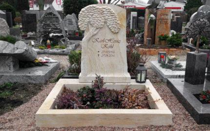 Urnengrabanlage - Urnengrabstein mit Lebensbaum & Einfassung aus Sandstein - Friedhof Oberroden