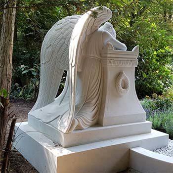 Eine Grafik zu Großes Familiengrab mit Gruft mit Grabengel - Emelyn Story
