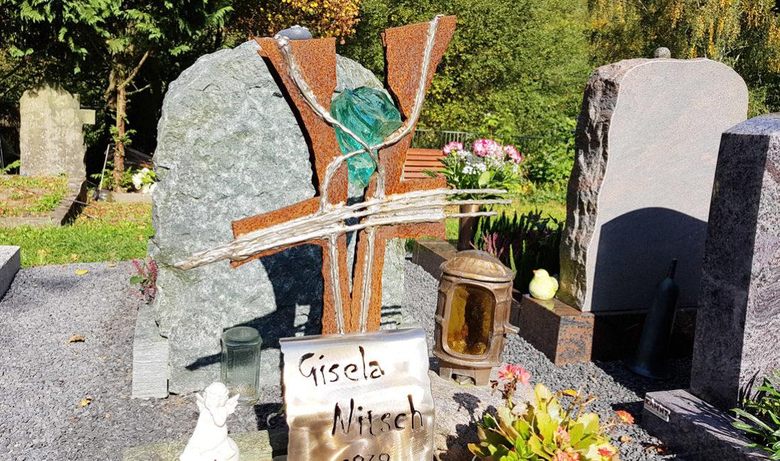 Grabdeko Grabschmuck Modern Grabmal Grabkreuz Urnengrab Eisen Rost Kreuz Metall Glas Einfassung Grabplatte Hauptfriedhof Greiz