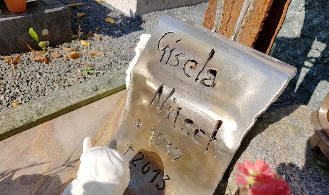 Grabdeko Grabschmuck Modern Grabmal Grabkreuz Rost Urnengrab Eisen Kreuz Metall Glas Einfassung Grabplatte Hauptfriedhof Greiz