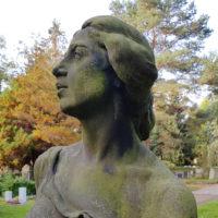 Trauernde Frau Skulptur antik historisch Friedhof Dresden Trinitatisfriedhof Sandstein Bildhauer
