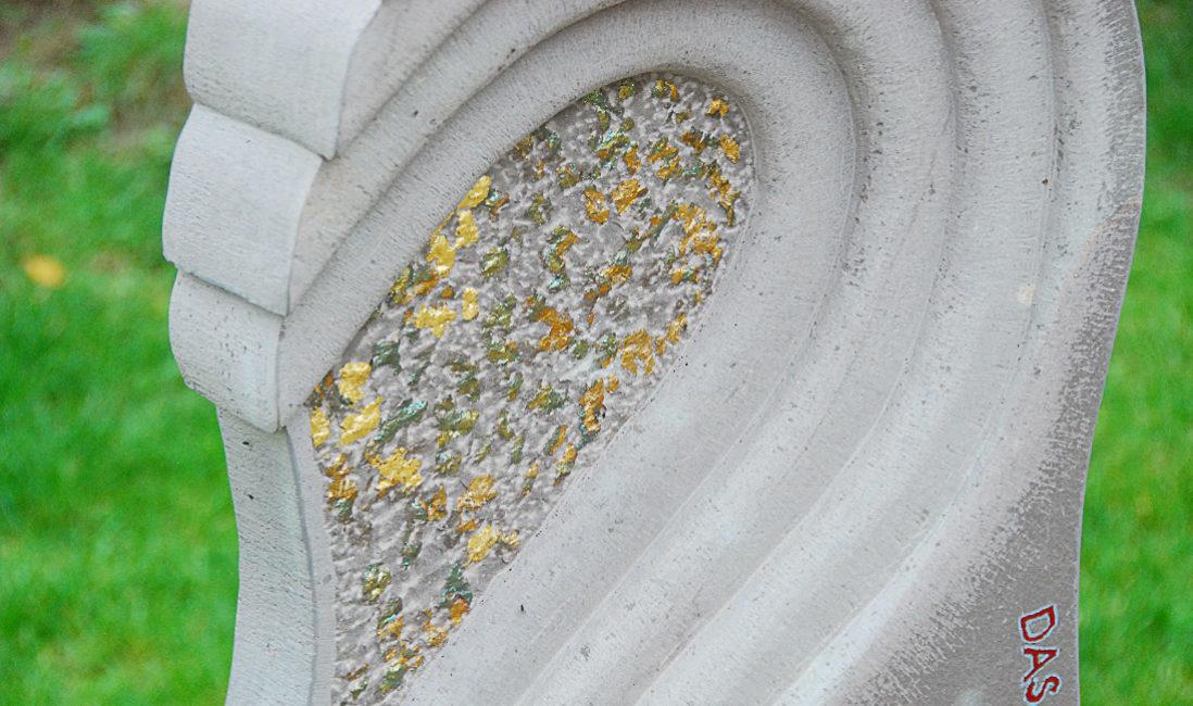 Steinmetz Grabstein Herz Welle Grabgestaltung Grabinschrift Grauwacke Einzelgrab Urnengrab Grabanlage Grabbepflanzung Herbst Landesgartenschau Apolda