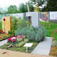 Grabgestaltung Einzelgrab Mustergrab Bodendecker & Lavendel Grabstein Kalkstein Lebensweg