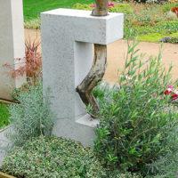 Außergewöhnlicher Besonderer Grabstein mit Ast Baum Symbol Lebensweg Anfang und Ende Kalkstein