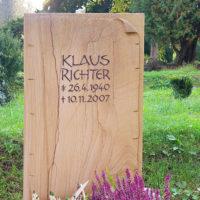 Grabstein Grabmal aus Teakwood Sandstein Steinmetz Friedhof Greiz