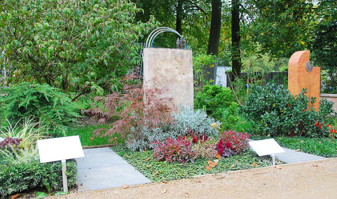 Schöne Urnengräber Gestalten Grabstein Regenbogen Gestaltung Bepflanzen Mustergräber Landesgartenschau pflegeleicht immergrün Bodendecker viel Sonne ohne Wasser