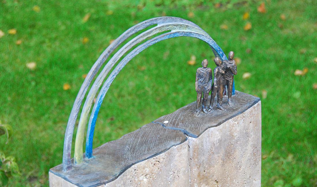 Grabstein Symbol Regenbogen Ornament Travertin Grabsteingestaltung Beispiele Ideen Fotos Bilder Mustergrabstein Landesgartenschau