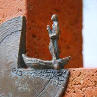 Grabmal Symbol Meer Bronze Fischer auf seinem Boot