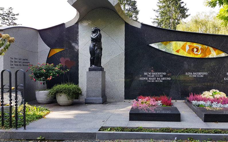 Zeulenroda Hauptfriedhof Grabanlage Bauerfeind - 1