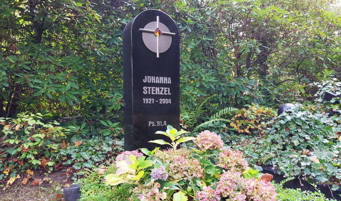 Moderner Granit Grabstein mit Edelstahl Ornament Symbol Verzierung Kreuz Südfriedhof Gera