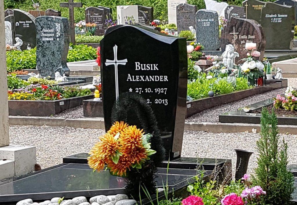 was im Grabstein zu tun ist