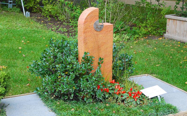 Apolda Landesgartenschau Mustergrab Roter Stein Firma Dospiel - 1