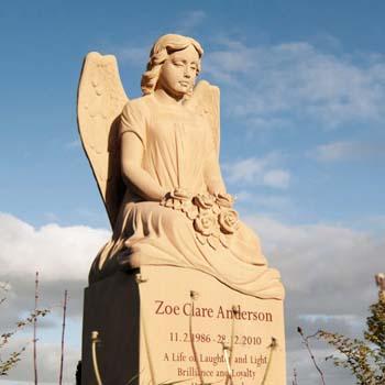 Eine Grafik zu Grabdenkmal mit Engel - Familiengrabstätte