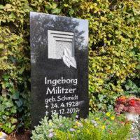 Urnengrabstein schwarz Granit poliert Symbol Tür Tor Gestaltung Friehof Zeulenroda Thüringen