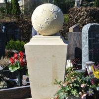 Besondere und außergewöhnliche Grabsteine Grabstelen Urnengräber Ideen Beispiele