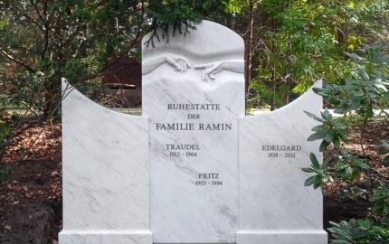 Berlin Parkfriedhof Lichterfelde Familiengrab Grabstein Ramin