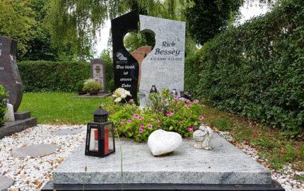 Neustadt an der Orla Friedhof Grabmal Bessey