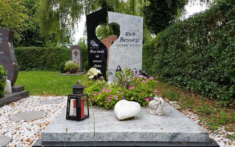 Neustadt an der Orla Friedhof Grabmal Bessey - 1