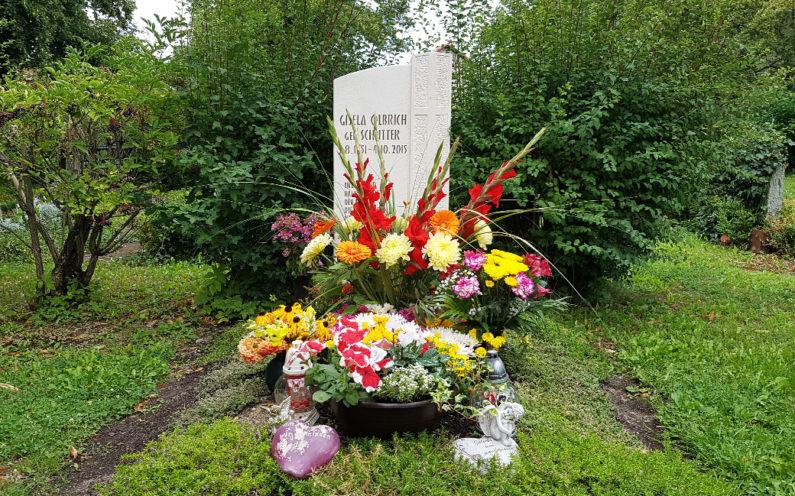 Neustadt an der Orla Evangelischer Friedhof Grabmal Olbrich - 1