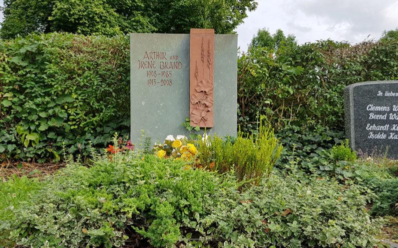 Neustadt an der Orla Friedhof Grabmal Brand - 1