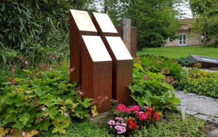 Erfurt Hauptfriedhof Mustergrabanlage Kubischer Grabstein